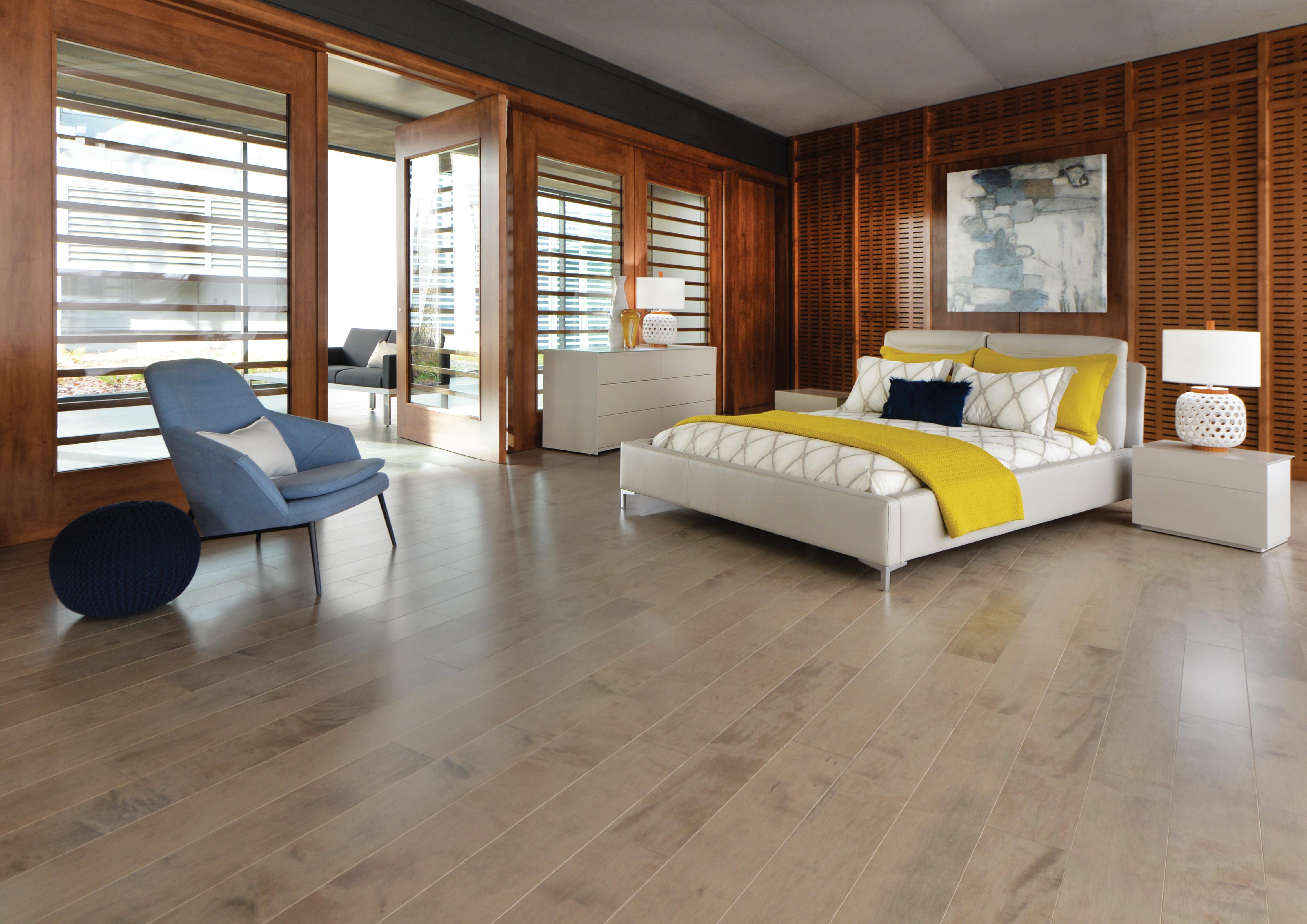 plancher bois franc. Black Bedroom Furniture Sets. Home Design Ideas