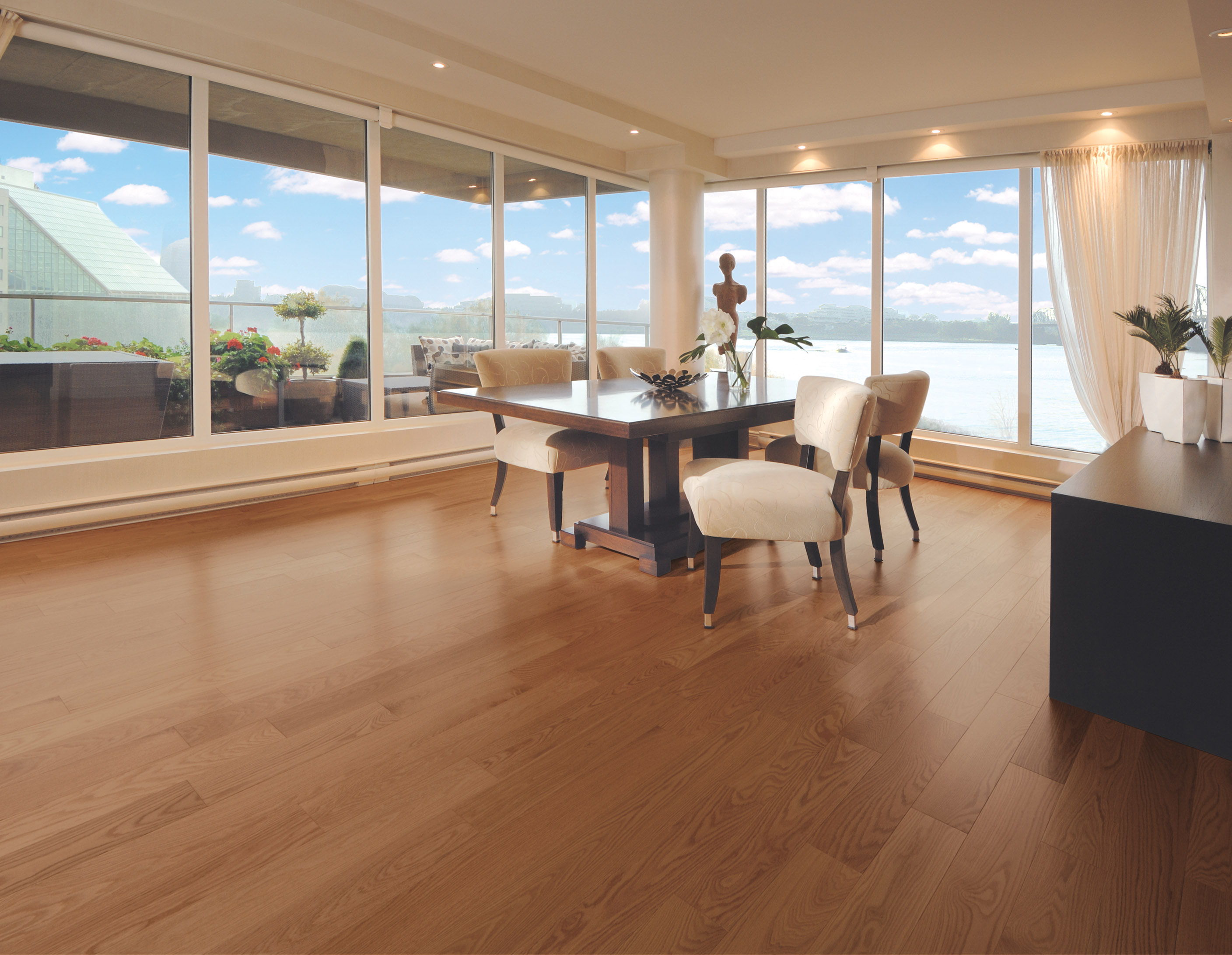 Kitchen with a natural Red Oak hardwood floor. - Plancher ...