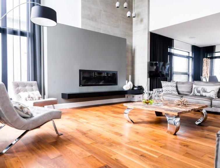 Plancher de bois franc dans un salon