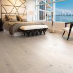 Par où commencer pour choisir votre plancher ? : Plancher de bois franc dans une chambre